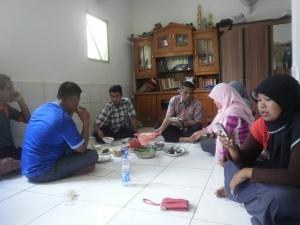 Tim Dokter Sedang Makan Siang Dengan Kader PKS Marunda