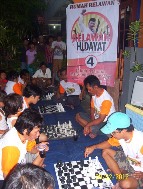 Lomba Catur di Posko Relawan Hidayat Didik