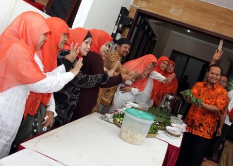 Sarapan Bareng Warga Pejaten, Hidayat Ajak Hijaukan Jakarta